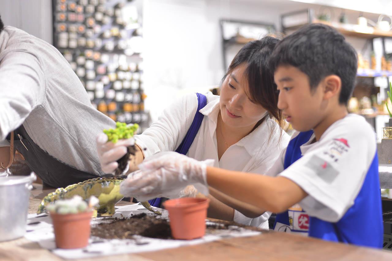 [ 親子課程 ] 手捏陶器 & 多肉組盆 DSC 4644