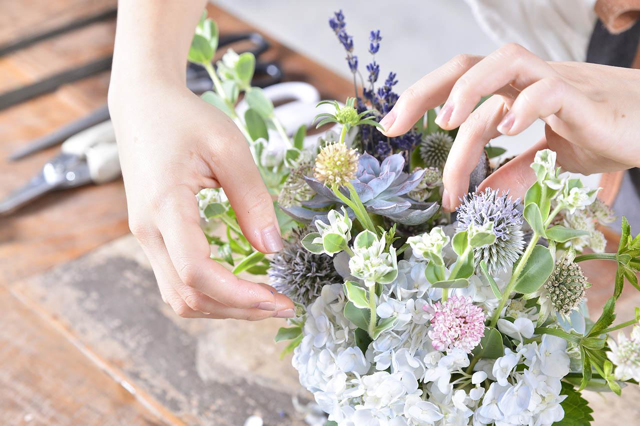 花藝手作課程在有肉,結合多肉植物的創意插花課,跟著老師的細膩教學即可輕鬆製作成品