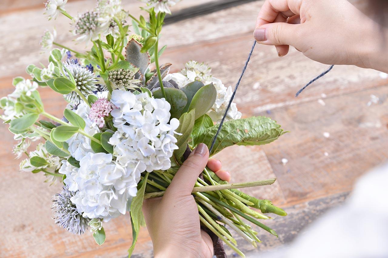 無與倫比的美麗花藝課程結合多肉植物的插花,課程中也會帶領學員將花束綁好的技巧