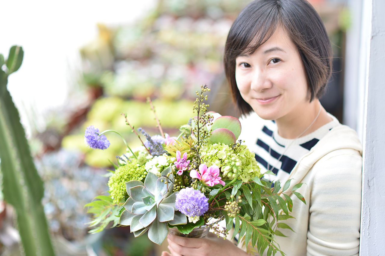 無與倫比的美麗,課程完成品與學員合照,透過與多日植物的搭配,手作花藝有更多創意以及空間去呈現