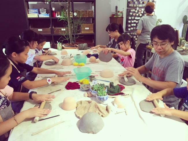 [ 親子課程 ] 手捏陶器 & 多肉組盆 2017 02 24 下午5.05.07