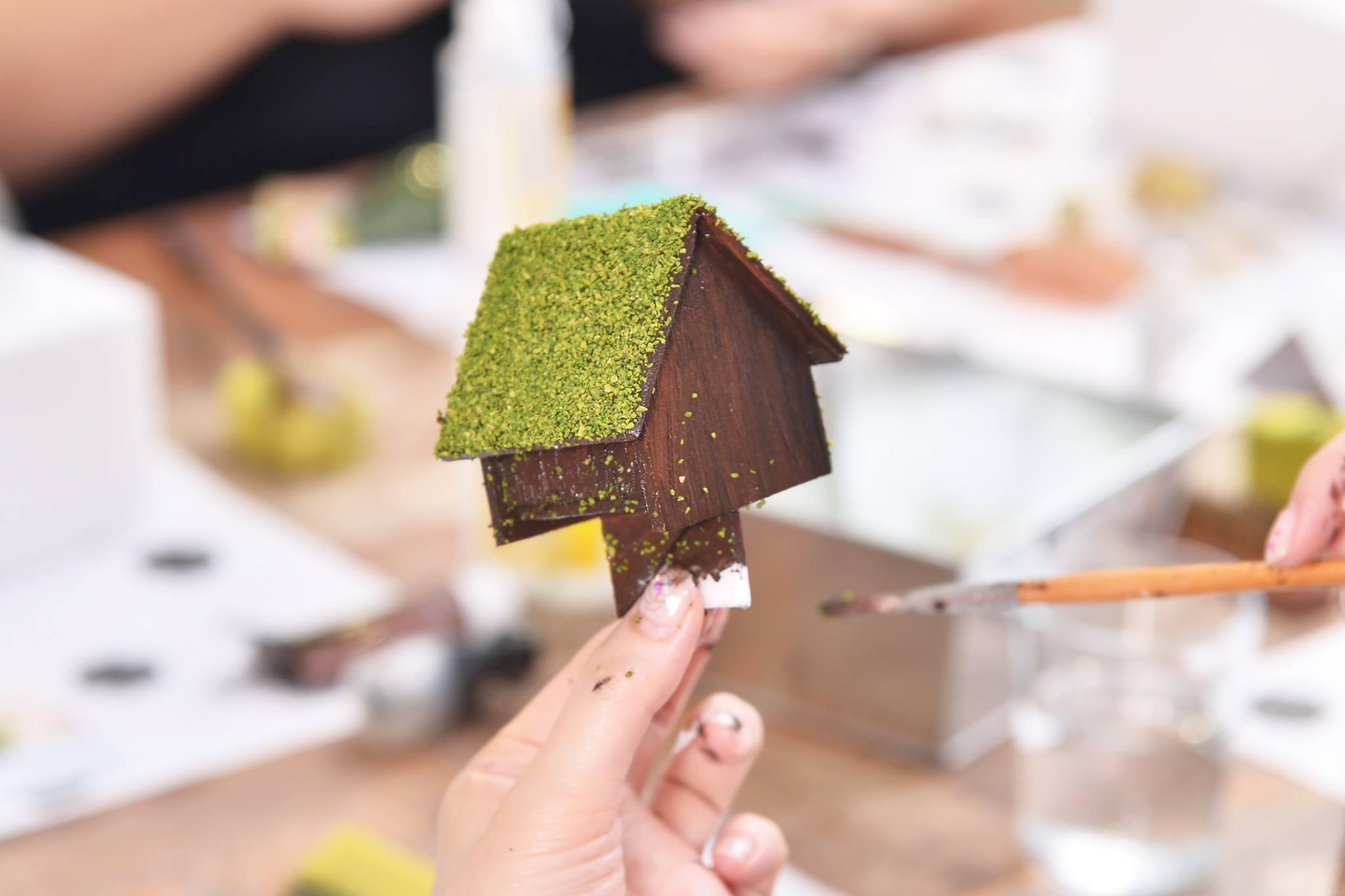 特製小屋子,彩繪自己的小屋,調色、上色、黏製都是非常有趣的事情喔