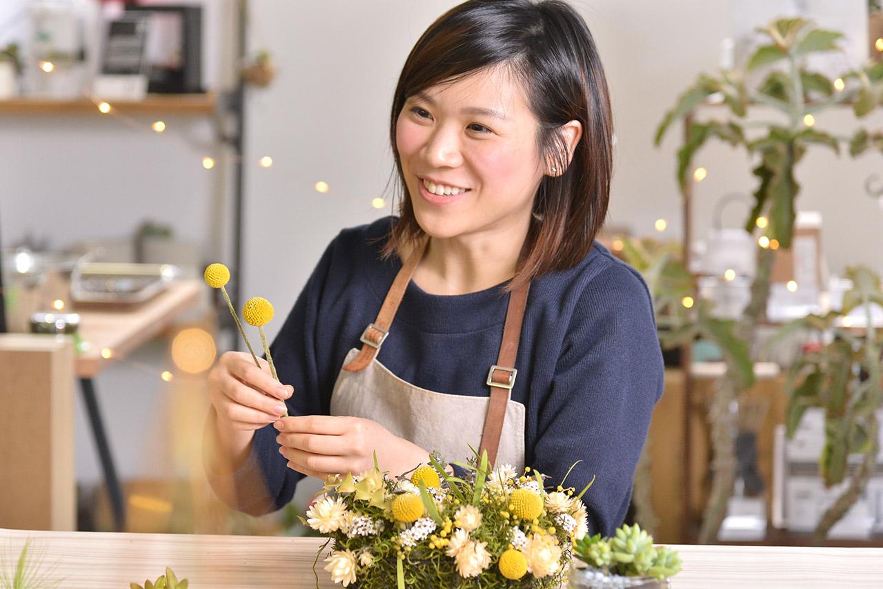 乾燥花圈課程老師,Emily老師,關注美式花藝的獨特美感