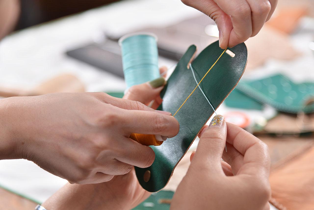 皮革卡套式皮件課程中較為輕鬆的小品課程,所以從來沒碰過皮件、皮革課的新手也能加入