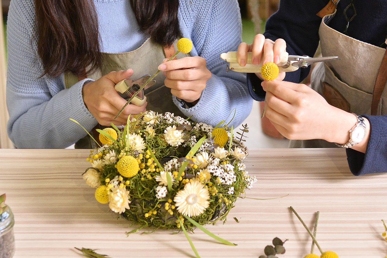 乾燥花是時下很流行的一種花材種類,因為可以久放的特性,讓一份花禮可以持續在你的生活中很久很久
