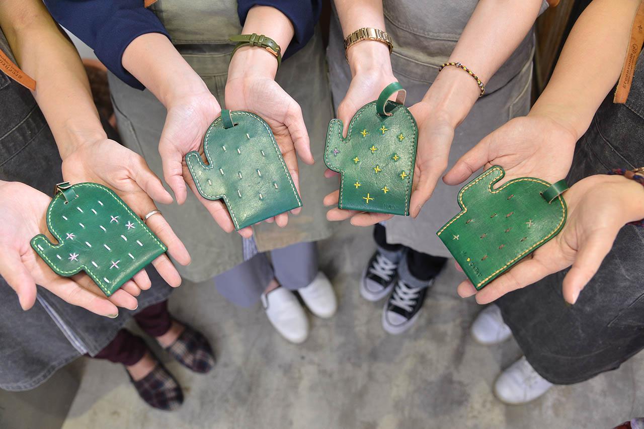 皮革卡套的作品就像是一個通關密語一樣,交換著彼此的愛好