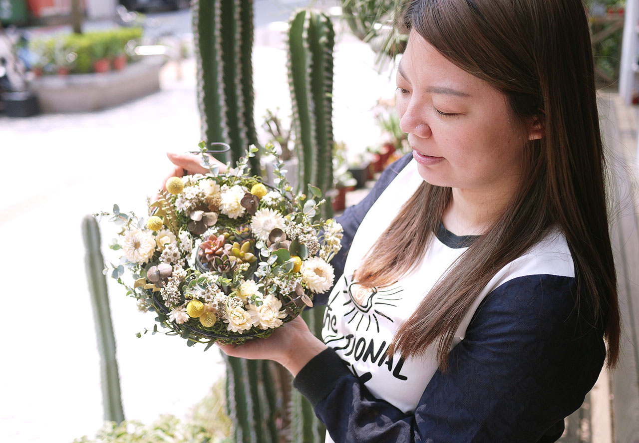 每一次的花材都有些許不同,完成屬於自己的手作花圈是一件非常有成就感的事情