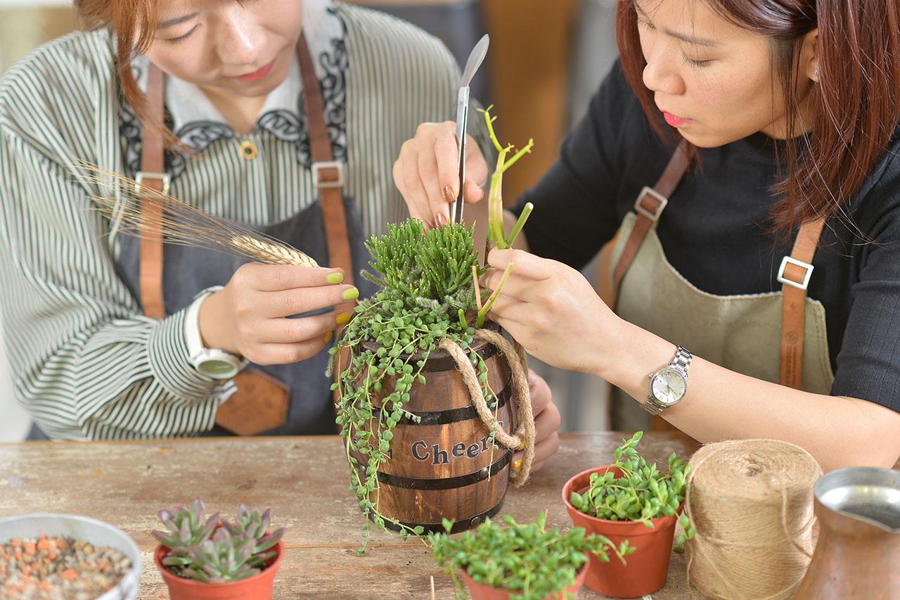 生命之水這一堂組盆花藝課也會利用到乾燥花材去做組合搭配,讓你的作品更有生命力