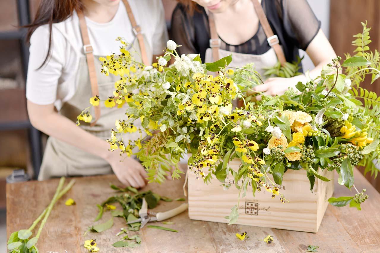 追求美感體驗嗎?一次大量的手綁花束可以讓你學習到許多花藝的技巧