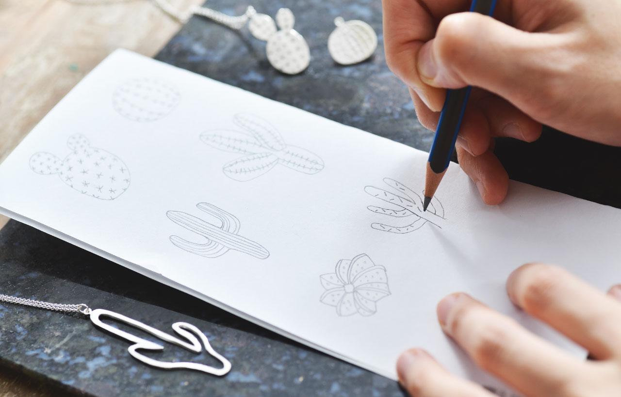 仙人掌的繪圖是個療癒的過程,但為了後面的步驟,還是要謹慎地把心中想億的樣子畫出來