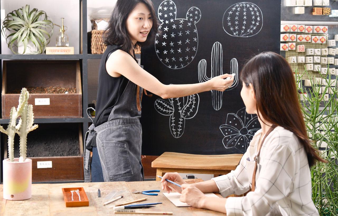 從繪圖塑形都會在老師的教學之下一步步完成,零基礎也能上手的手作課,不同的仙人掌形狀由你自己決定
