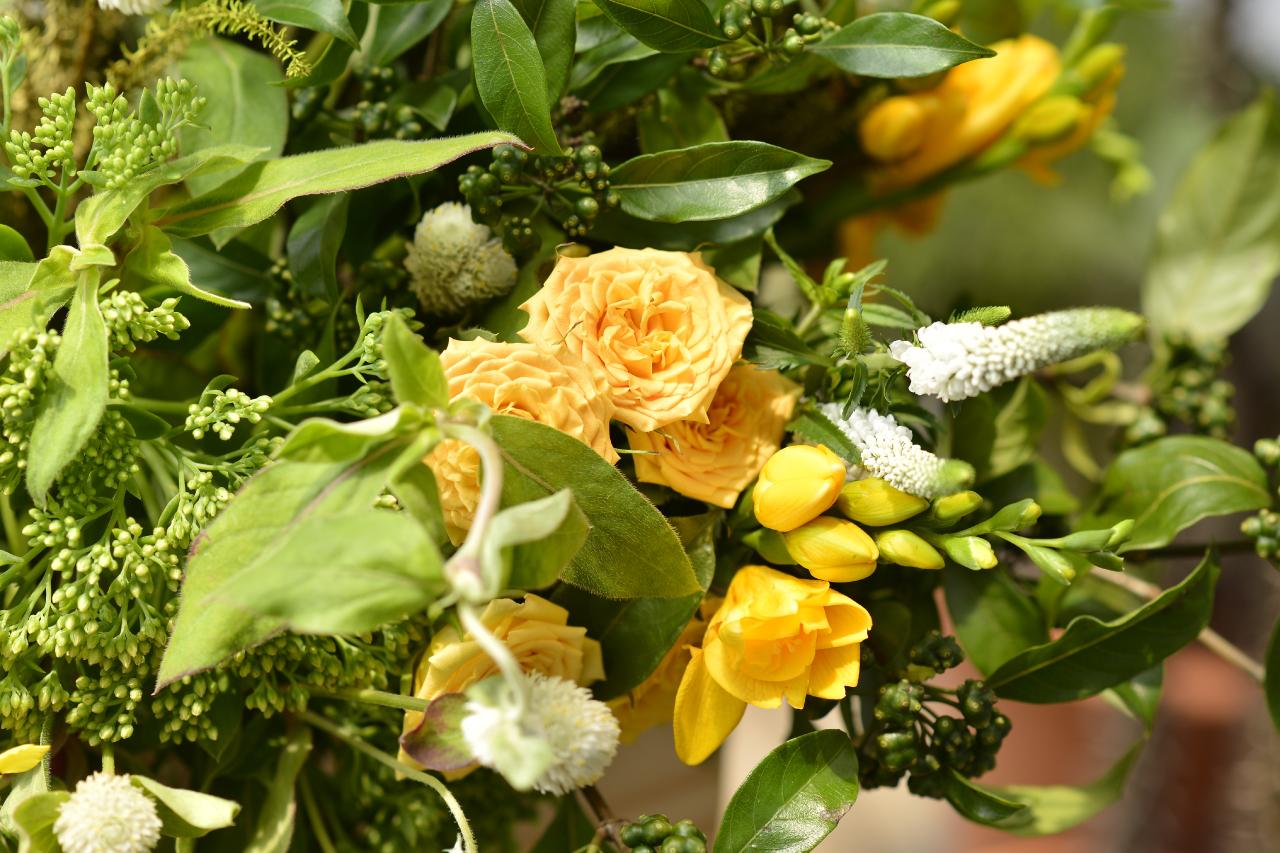 金黃色系花束適合送開幕禮物