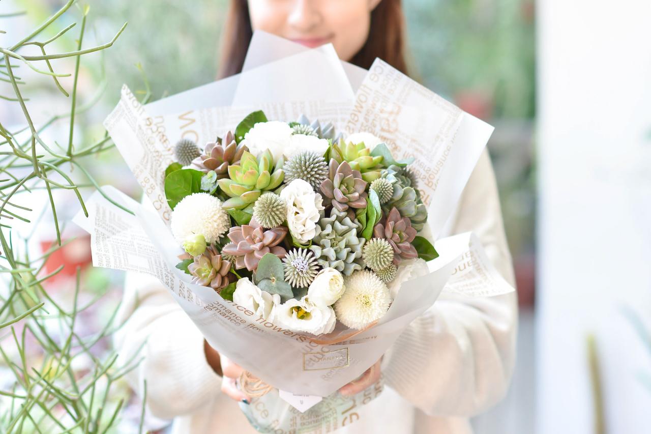 多肉植物花束的美麗,收到的人就知道,飽滿的葉片與繽紛的色彩令人愛不釋手