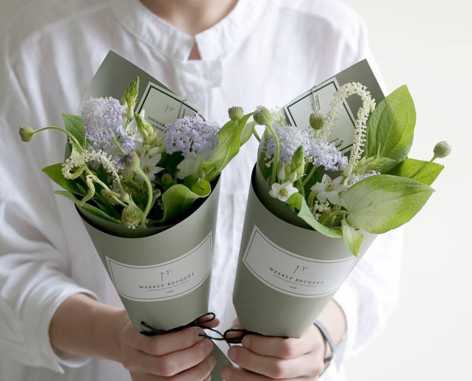 網路花店透過每週固定的訂閱花店,可以不同時間得到完全不同風格的花束,整個改變空間的氣息