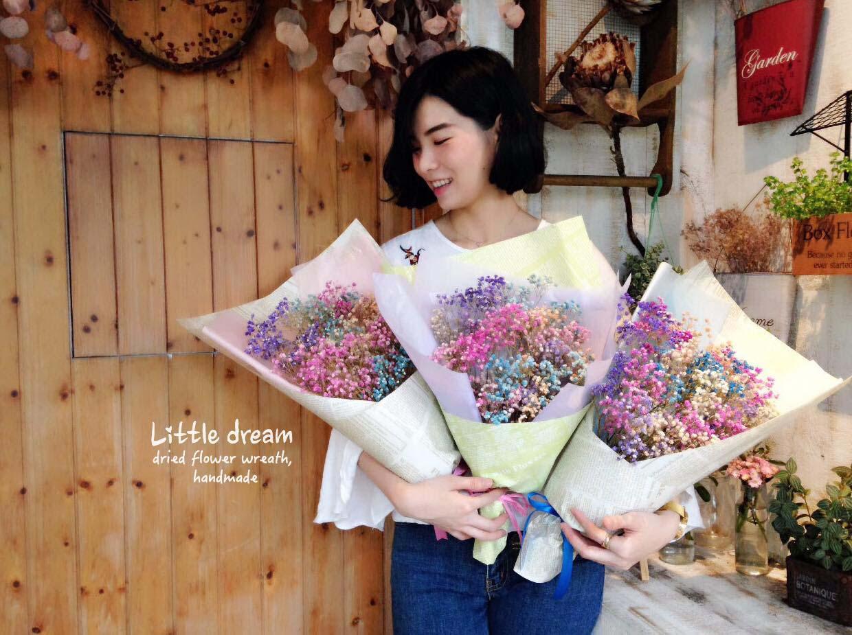 多色彩的乾燥花束,適合送禮,還有當成畢業禮物用
