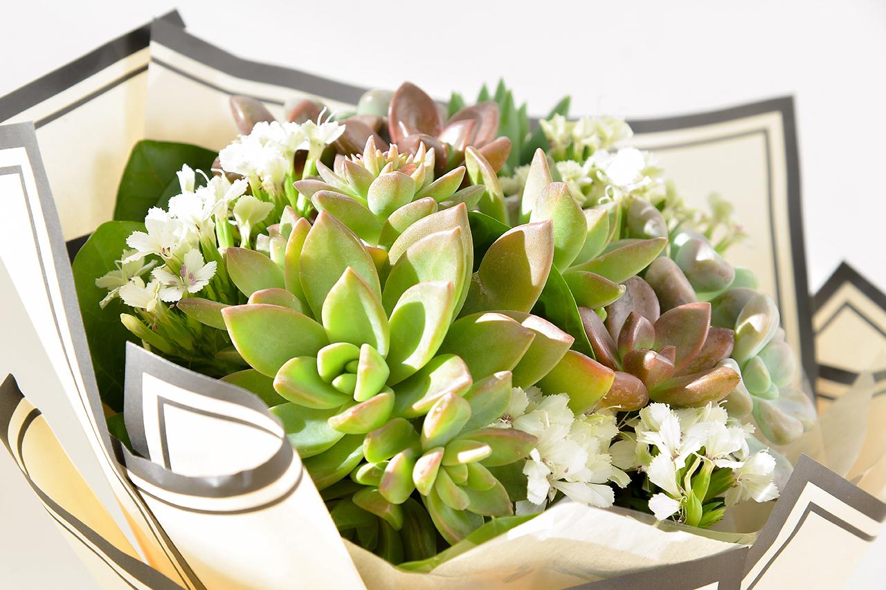 多肉花束 – 白色浪漫 米黃花束(小) 12