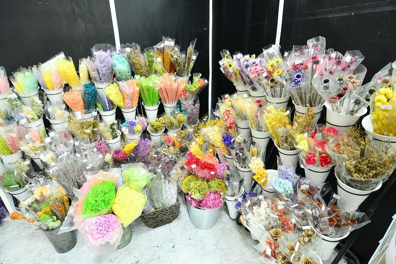 台北花木批發市場二樓的乾燥花販賣