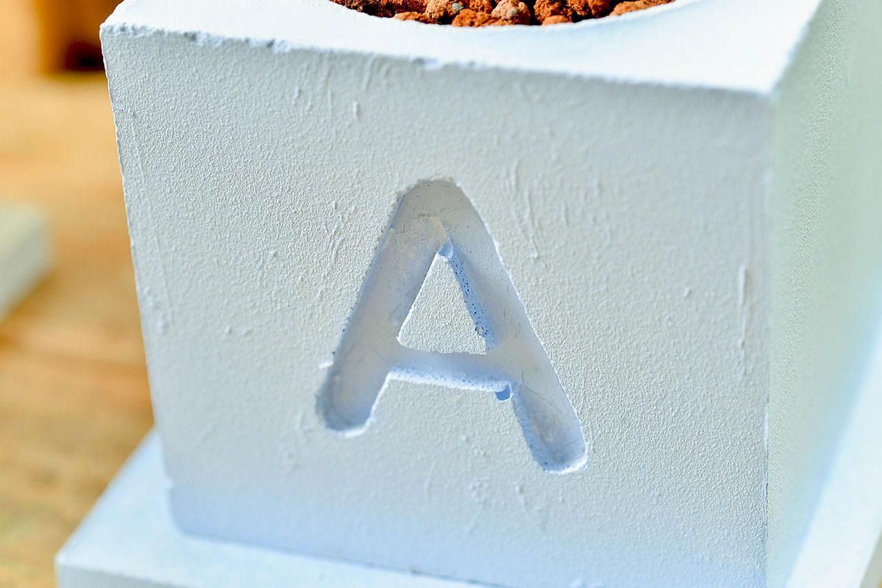 字母水泥盆栽設計