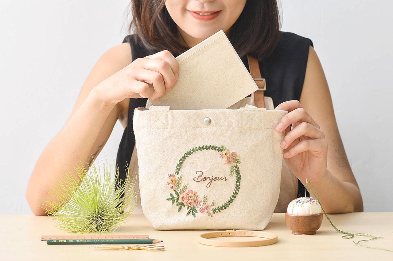 [ 花圈刺繡 ] 涼日小花袋