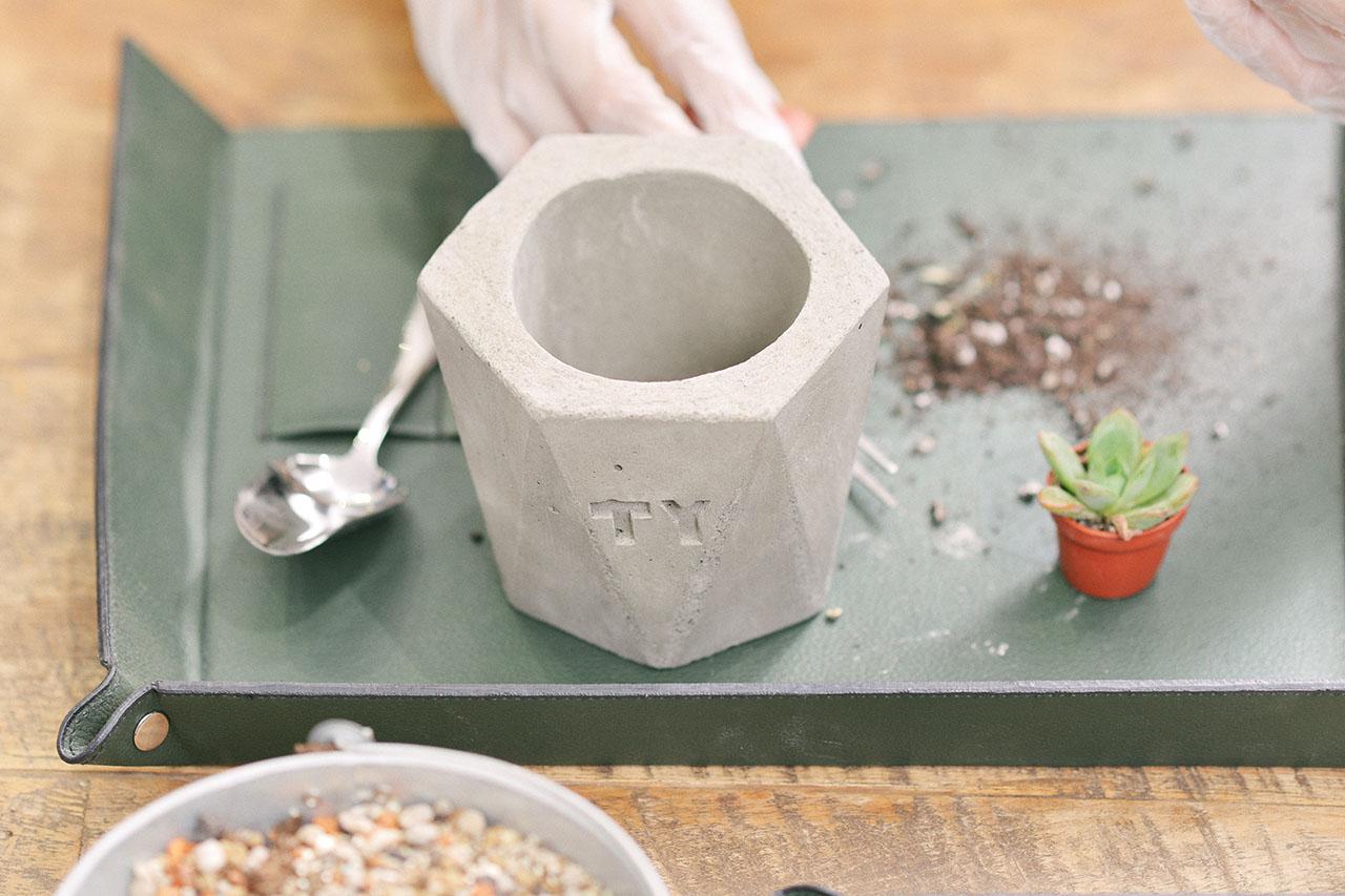 水泥盆栽製作上課實況 拆膜 學員上課實景